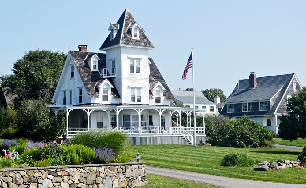 a victorian sits overlooking the atlantic ocean in hampton new hampshire - Greek Revival Cottage