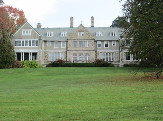 Bristol rhode island fall day trip new england today for Blithewold mansion gardens arboretum
