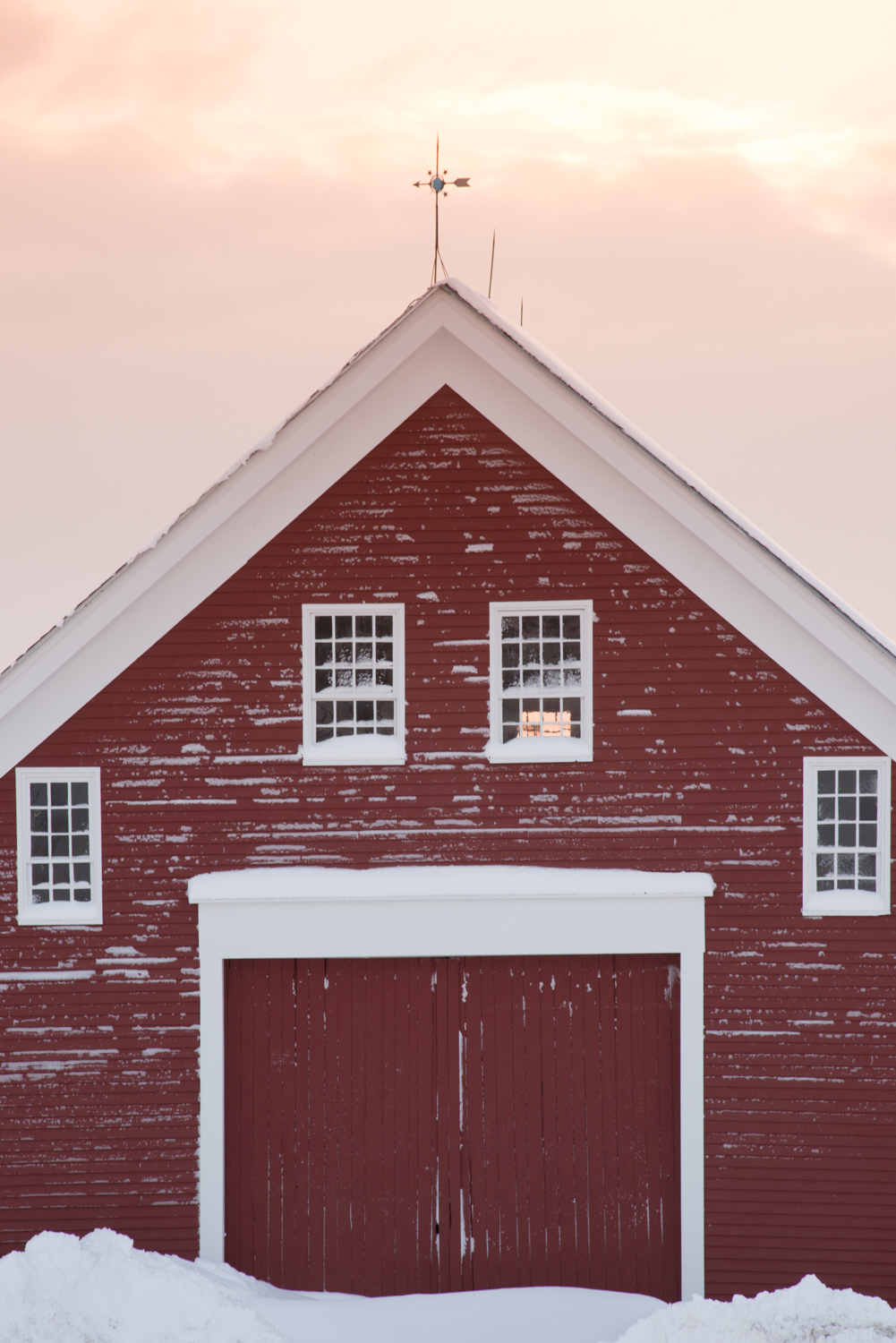 MAINE BARNS IN WINTER : maine barn doors - Pezcame.Com