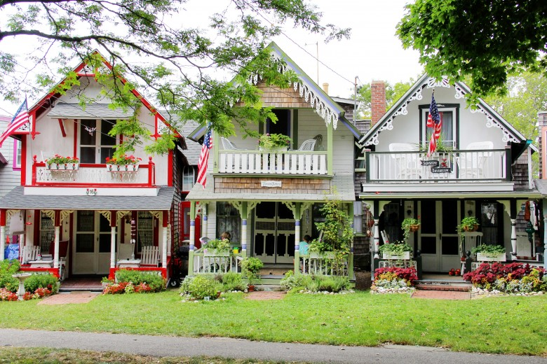 Awe Inspiring Gingerbread Cottages At Oak Bluffs Campground New England Interior Design Ideas Gentotryabchikinfo