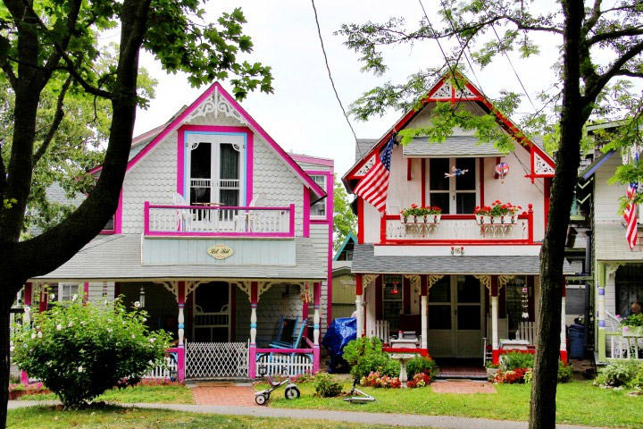 gingerbread cottages at oak bluffs campground new england today rh newengland com oak bluffs gingerbread cottages for rent oak bluffs gingerbread houses for sale