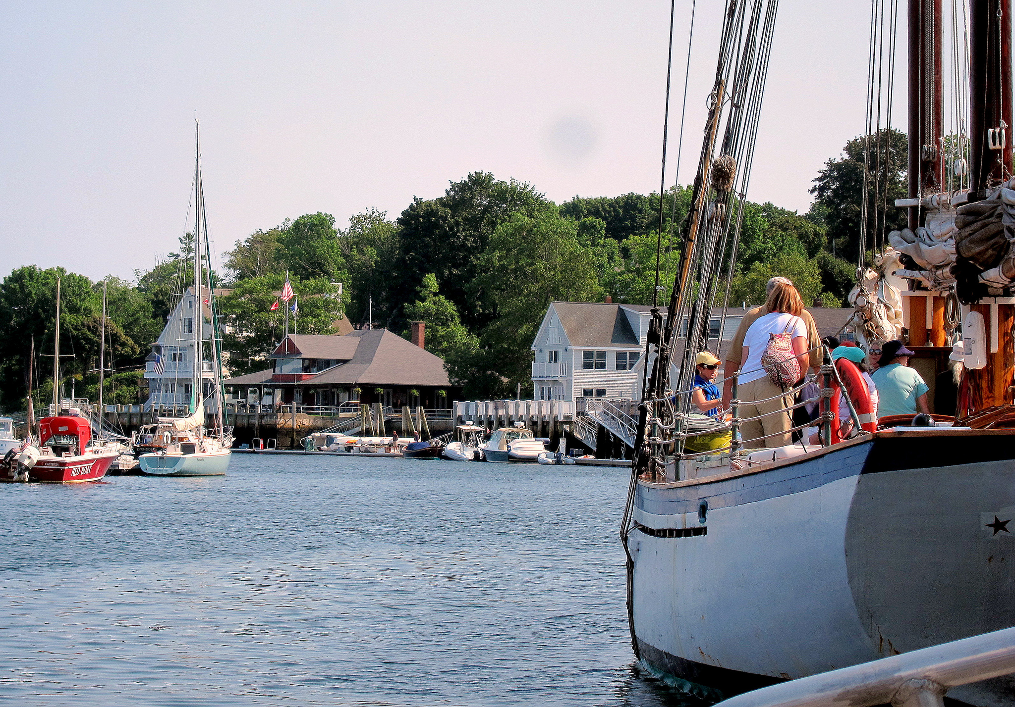10 prettiest coastal towns in new england new england today for Small east coast beach towns