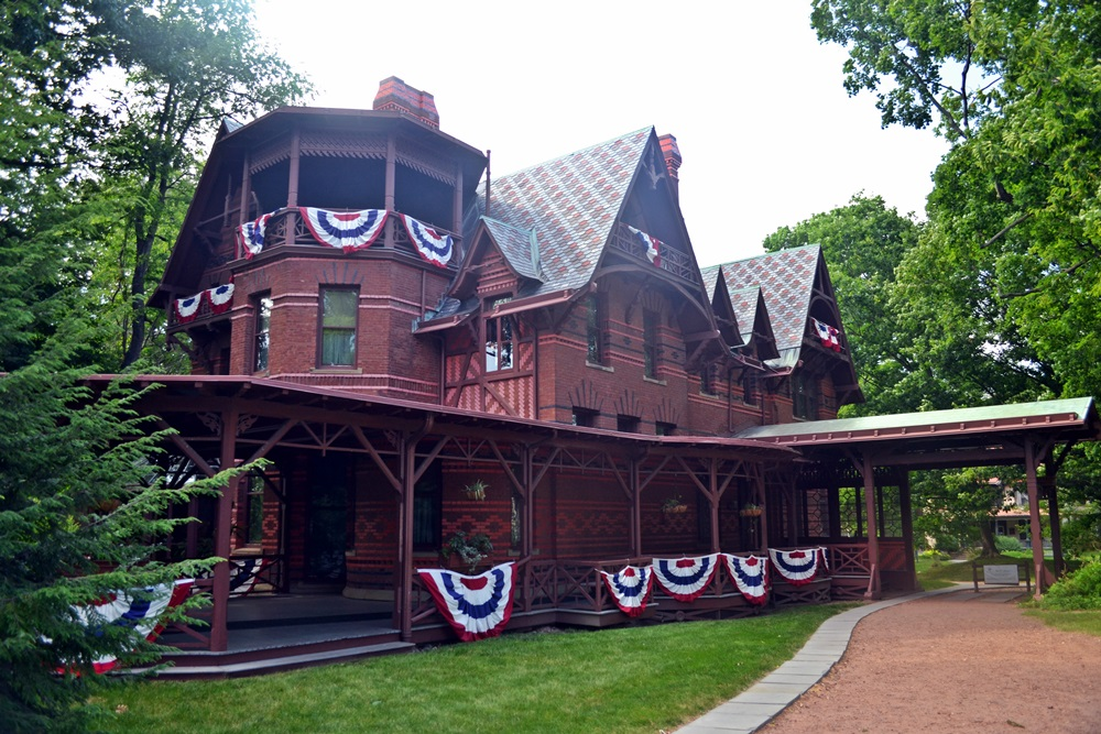 5 best historic house museums in new england new england for The hartford house