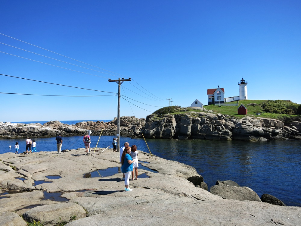Nubble Tourists