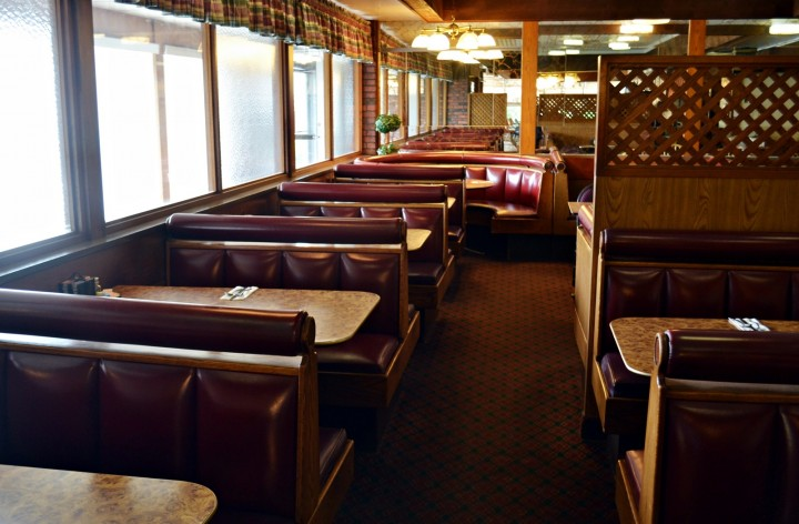 The Last Howard Johnson's Restaurant in New England | Bangor, Maine
