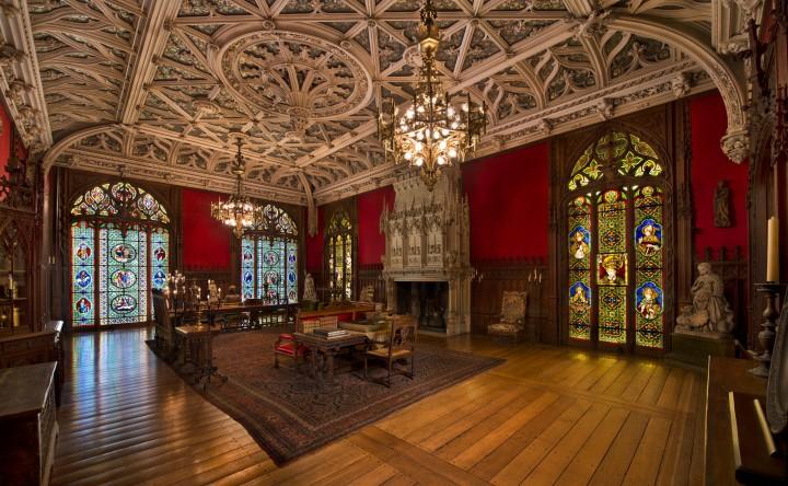 La Gothic Room di Marblehouse fu modellata sulla preesistente collezione di arte gotica di Alva.'s pre-existing collection of Gothic art.