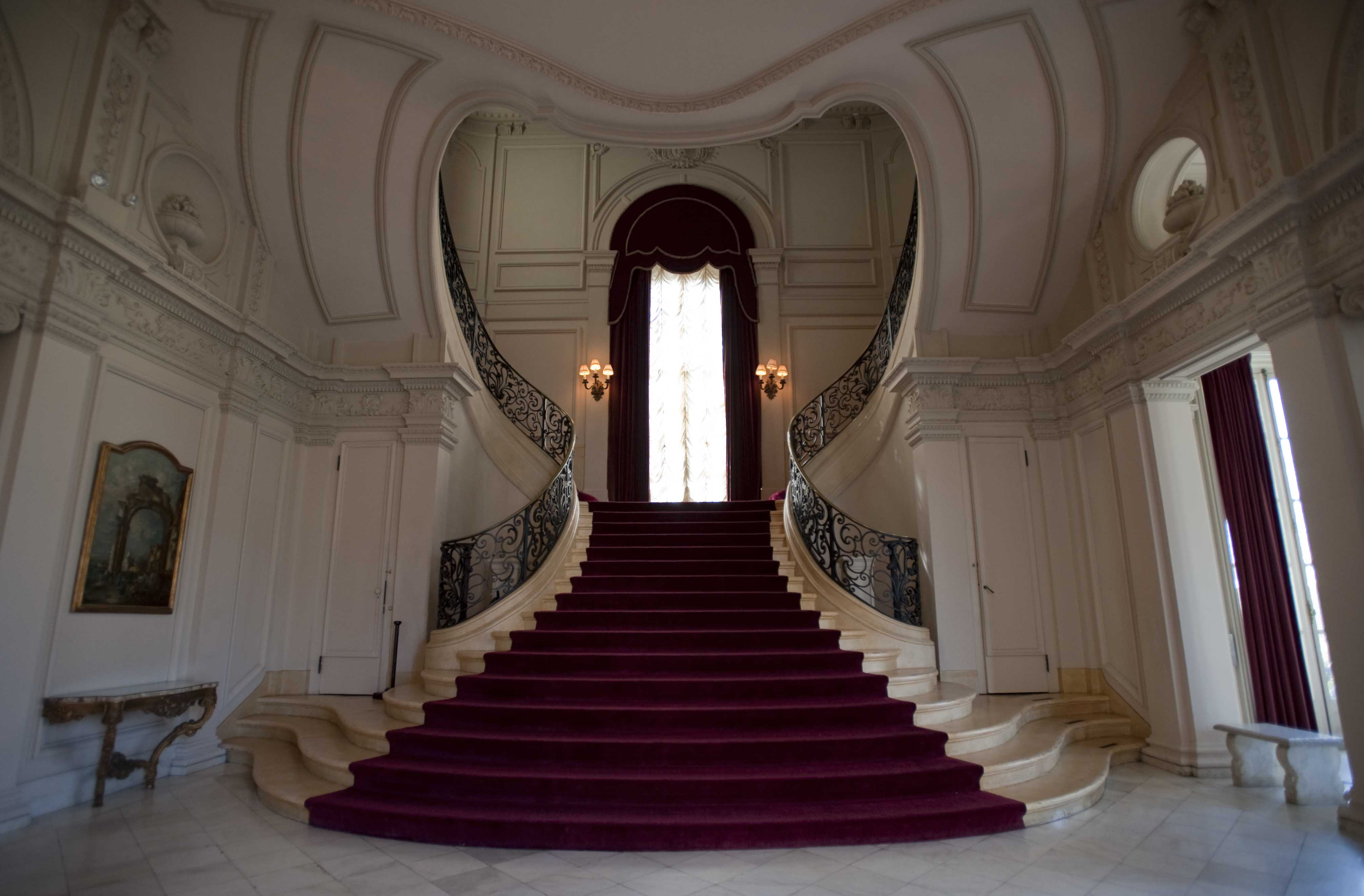 Rosecliffu0027s Heart Shaped Grand Staircase. Guests Are Greeted By Marble  Statues Of Diana And