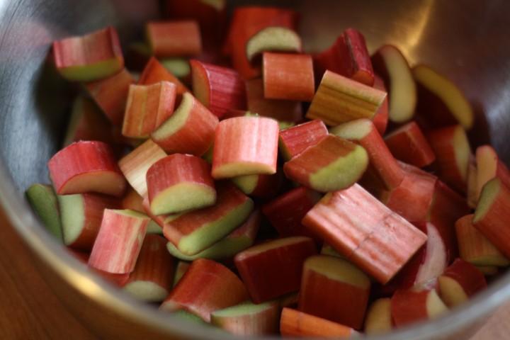 How to Make Rhubarb Pie