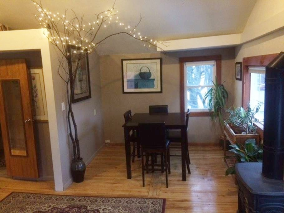 10 cozy cabins for rent in vermont winter getaways new for Cabins burlington vt
