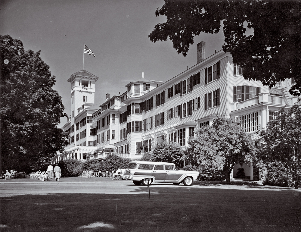 A Midcentury Shot Of The Mountain View Grand