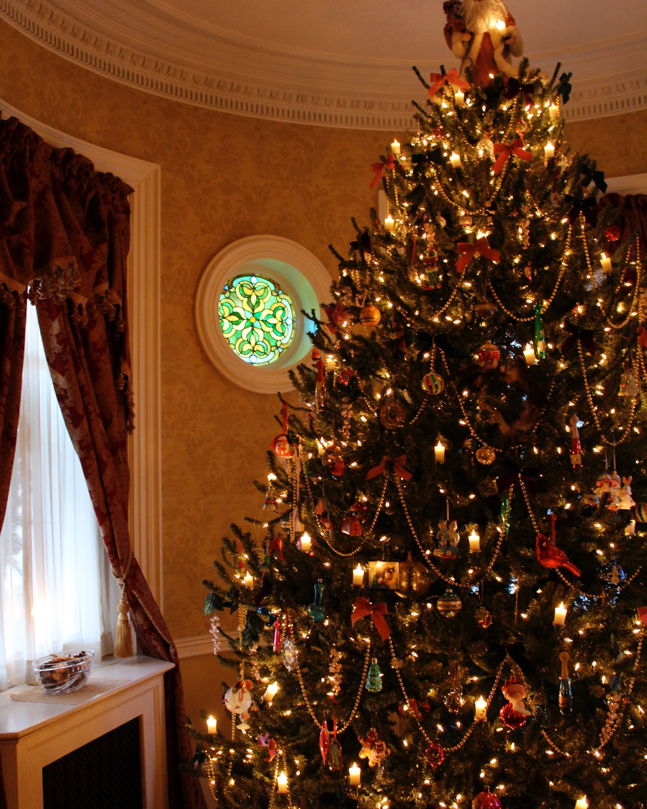 Christmas in Salem House Tour - New England Today