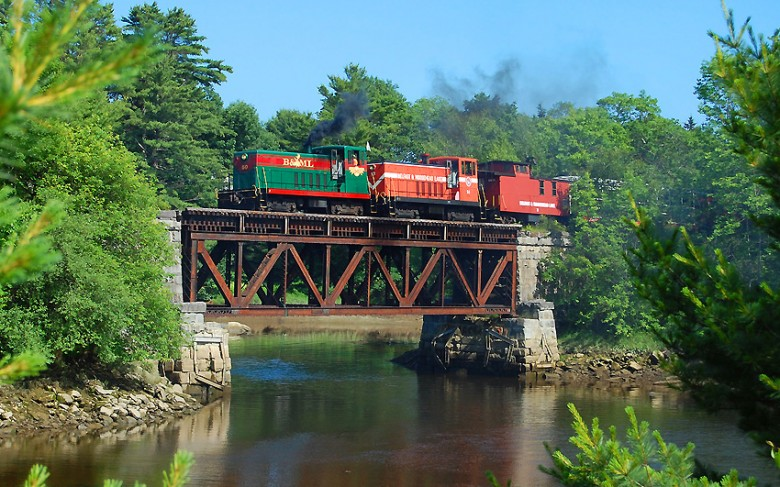 Fall Foliage Train Tours in New England