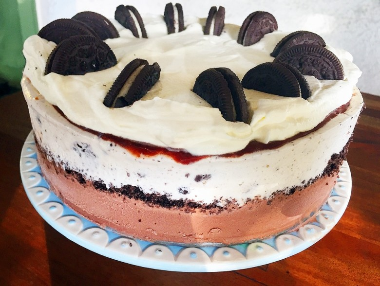 How to make homemade ice cream cake new england today this cookies and cream cake combines two kinds of ice cream crushed oreos ccuart Images