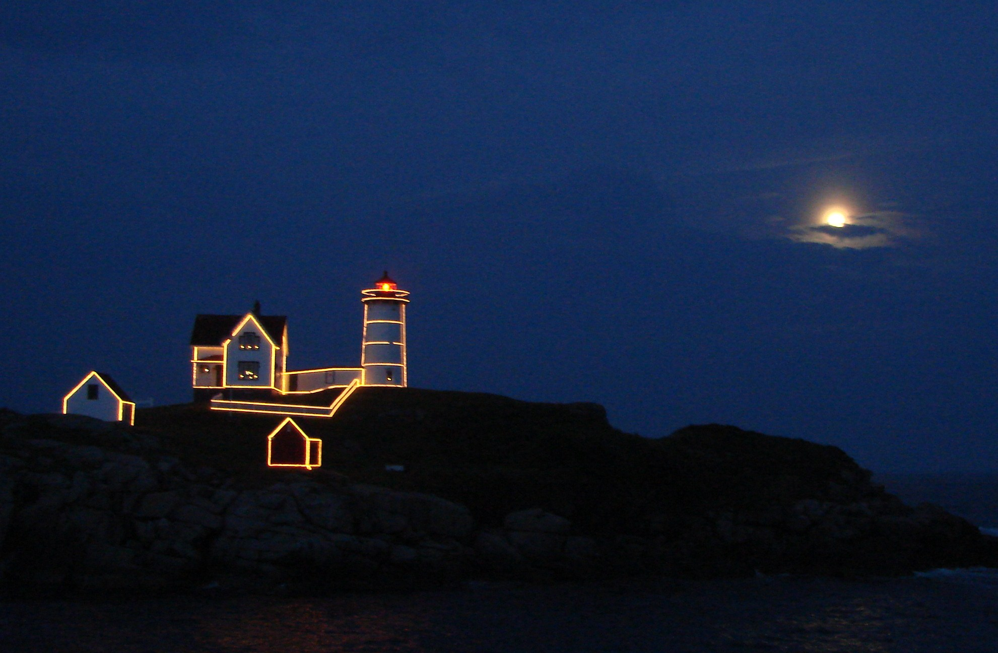 Christmas In July-nubble Light. - New England Today