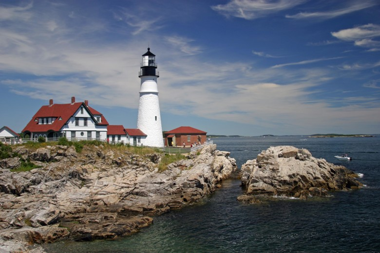 10 Must-See New England Lighthouses